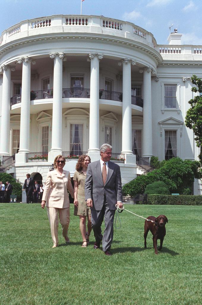 Семья Билла Клинтона и собака