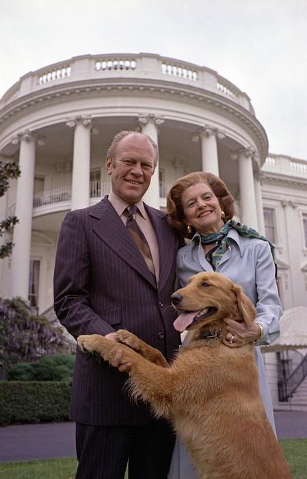 Президент Джеральд Форд с первой леди и собакой