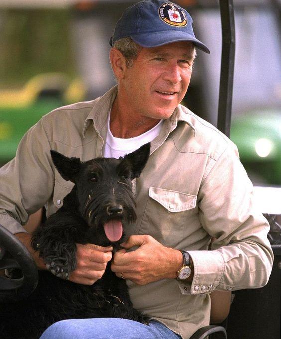 Джордж Буш-младший и собака Барни