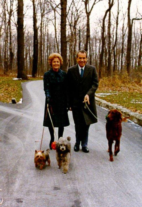 Ричард Никсон со своими собаками