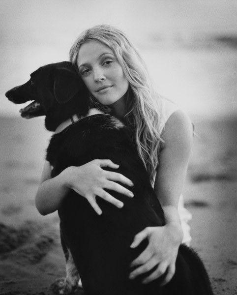 Дрю Берримор и собака
