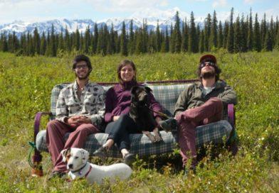 Вокруг США за 90 дней: три друга, две собаки и диван